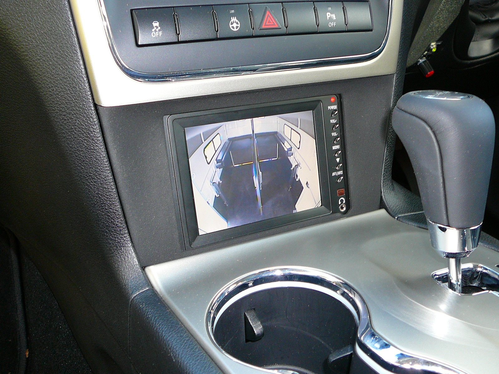 2012 Jeep Cherokee with reverse camera and horse float camera system