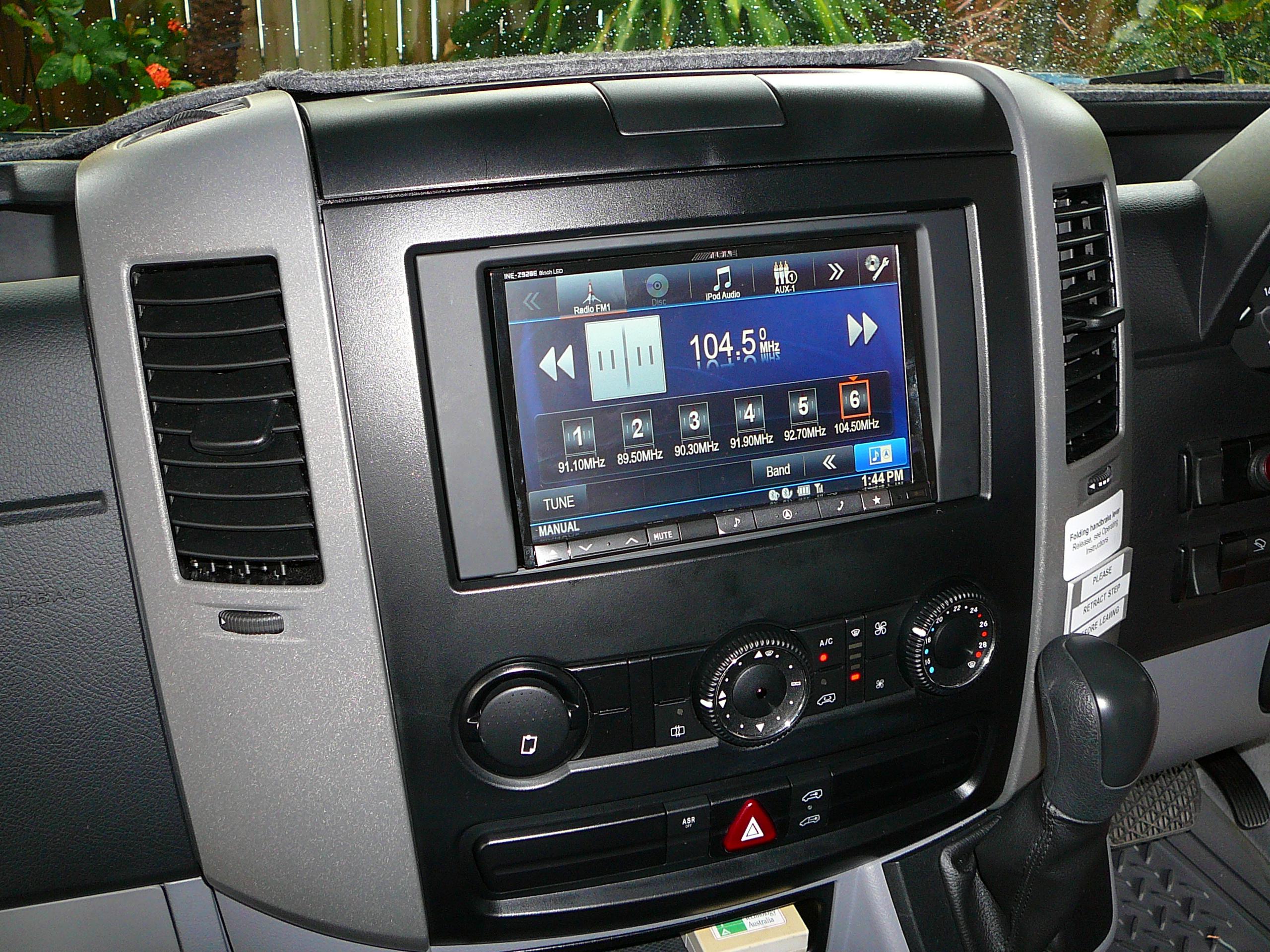 Mercedes Benz Sprinter, Alpine INE-Z928E 8 inch Navigation & iphone Cradle