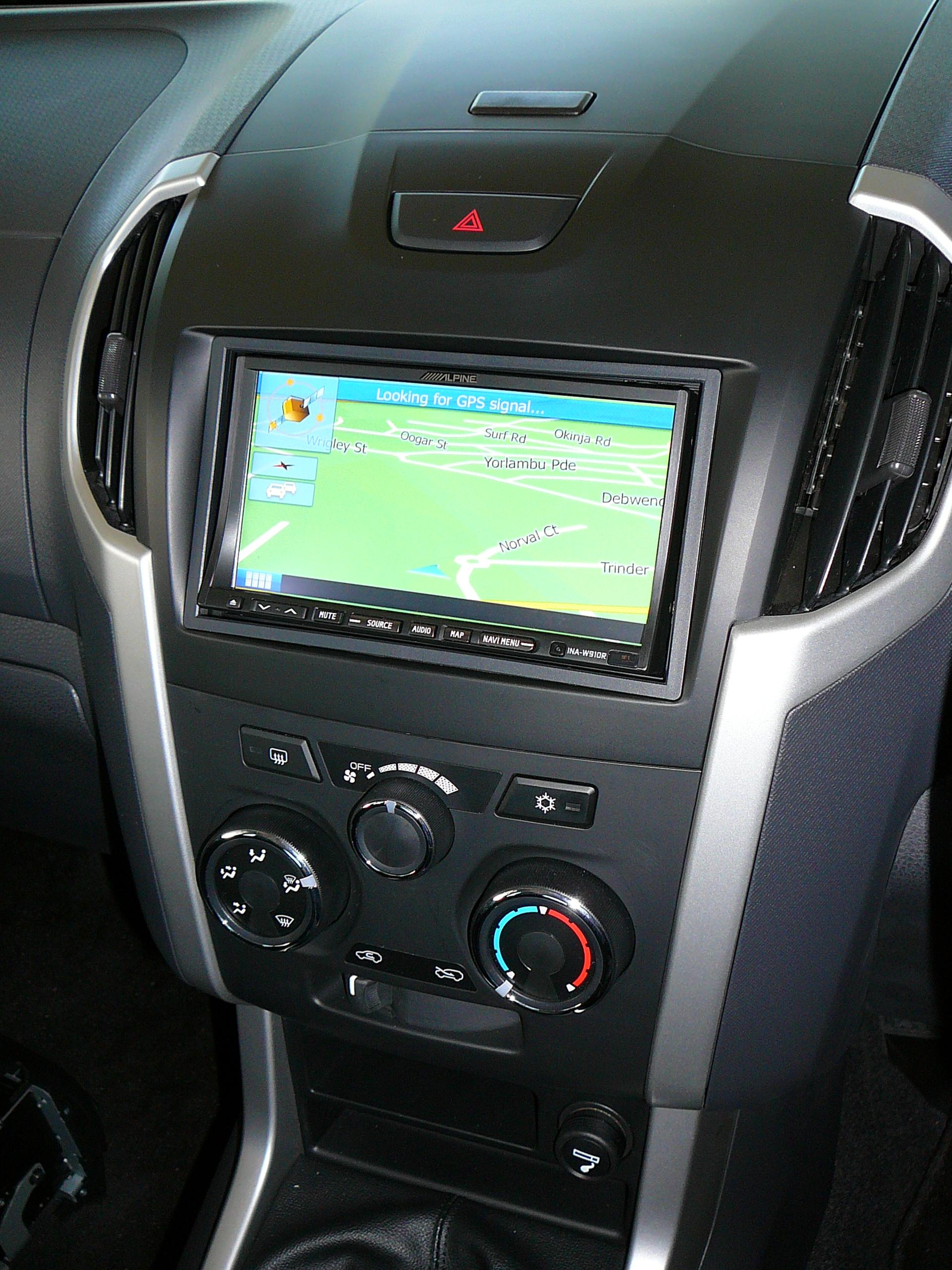 isuzu dmax  alpine gps navigation unit  dash fascia maroochy car sound
