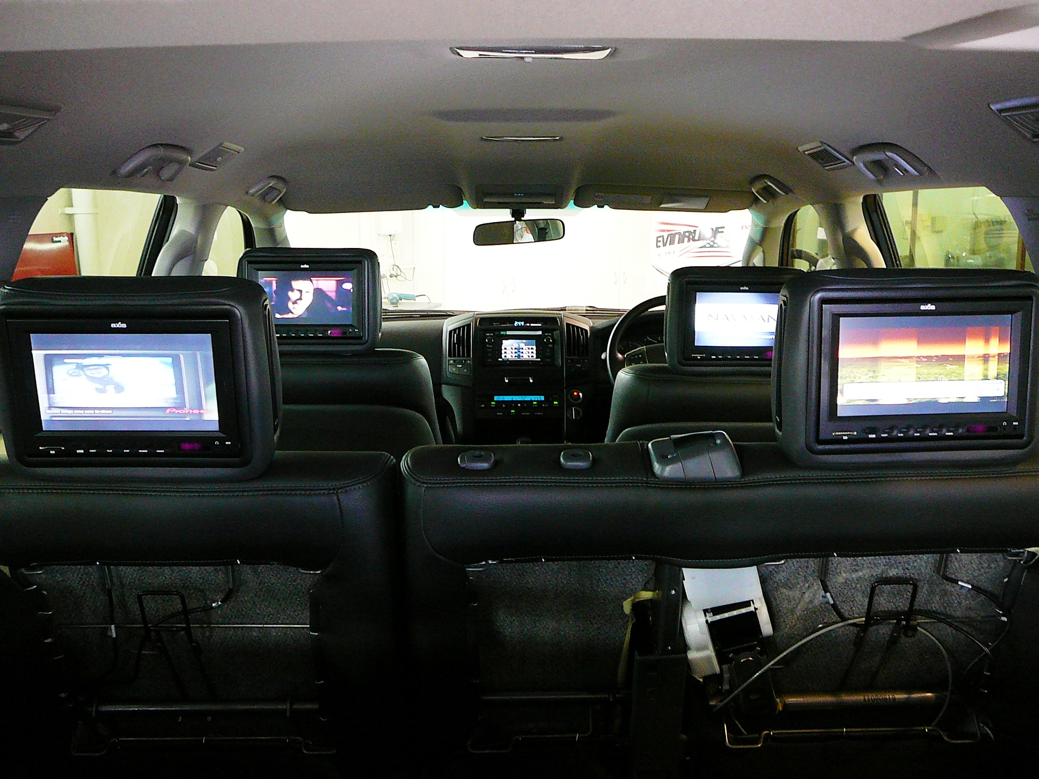 Toyota Landcruiser 200 Series 2011 Dual Rows Of Axis Dvd