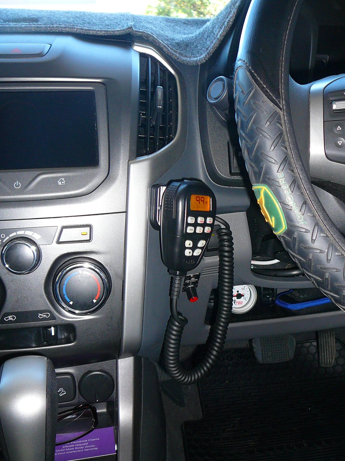 Holden Colorado 2013, GME TX3540 UHF CB Radio Installation